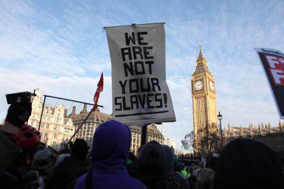 Pancarte lors d'une manifestation étudiante en Angleterre. © Matthew Cassel